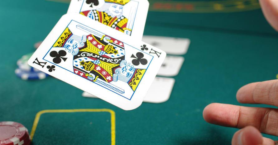 El casino con crupier en vivo: lo dulce, lo amargo y el dilema
